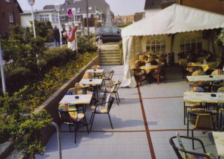 Terrassen mit Terrassenboden aus Kunststoff